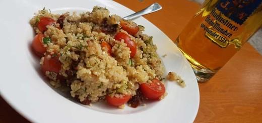 Veganer Quinoa-Salat im Augustiner Biergarten